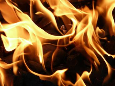 ガソリンにマッチの火を近づけても火はつかない?ウソ |
